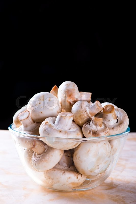 Stock image of 'Washed mushrooms in the glass bowl'