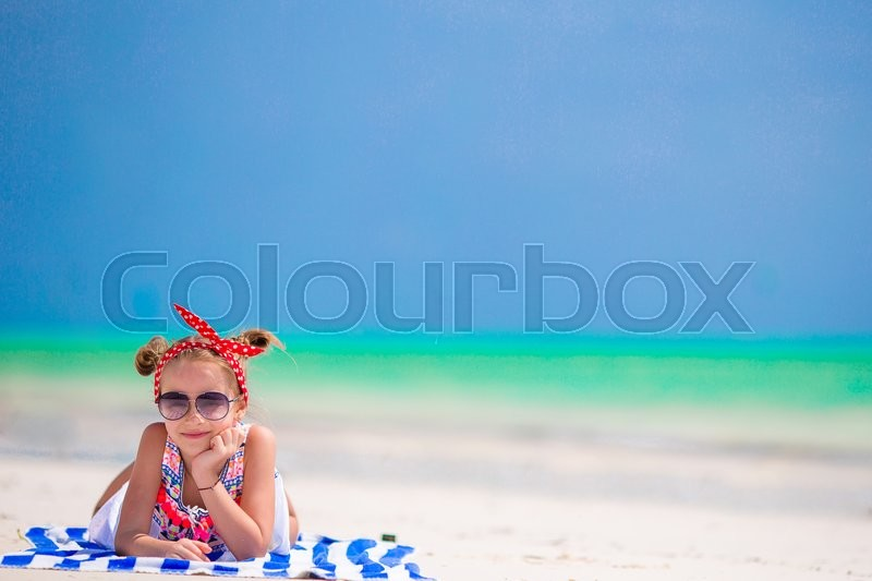 Stock image of 'Adorable little girl have fun at tropical beach during vacation'