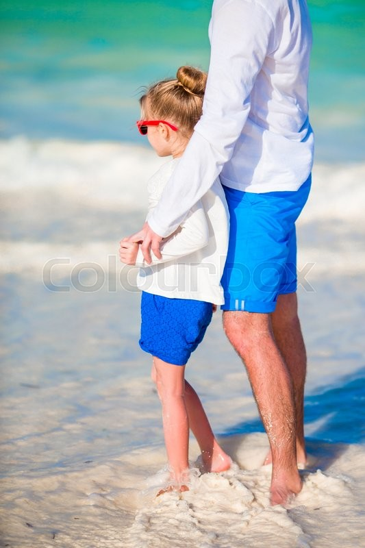 Stock image of 'Happy father and his adorable little daughter at white sandy beach'