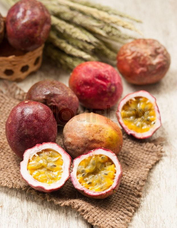 Stock image of 'Passion fruits on wooden background'