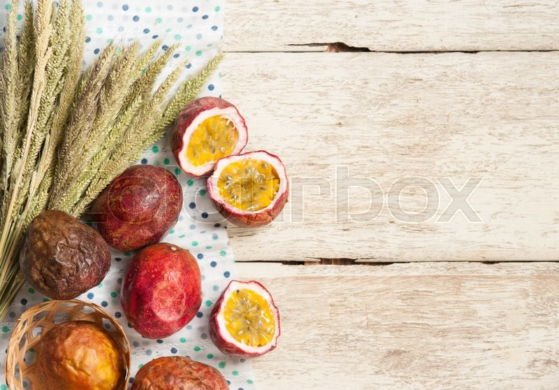 Stock image of 'Passion fruits on wooden background,top view'