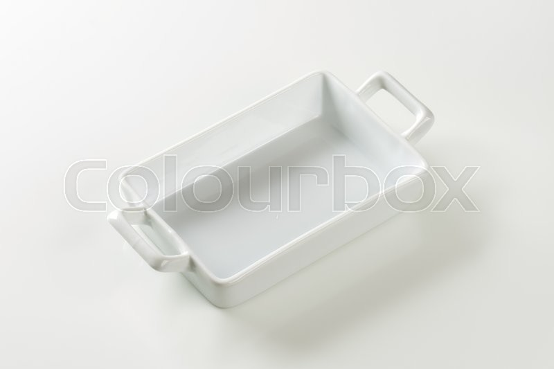Stock image of 'Porcelain lasagna pan with handles on both ends'