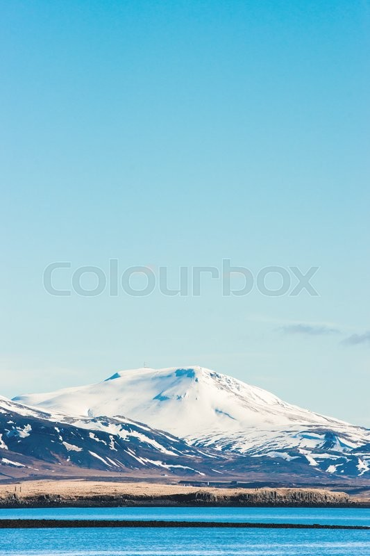 Stock image of 'Cold mountain with snow in the ocean'