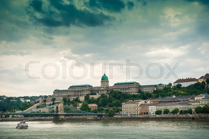 Stock image of 'picturesque view on Budapest and its buildings from Danube, Hungary'