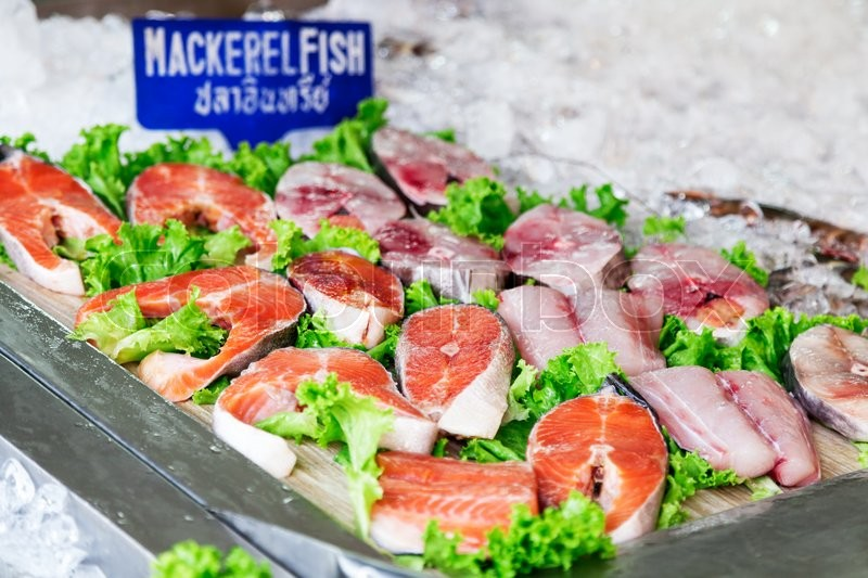 Stock image of 'The counter with fresh mackerel and other seafood at a street market in Pattaya, Thailand'