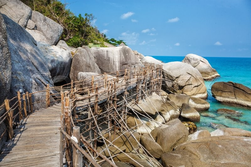 Stock image of 'Wooden bridge on a rocky beach in Thailand'