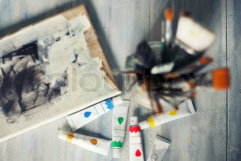 Stock image of 'Photo of paint brushes and tubes'