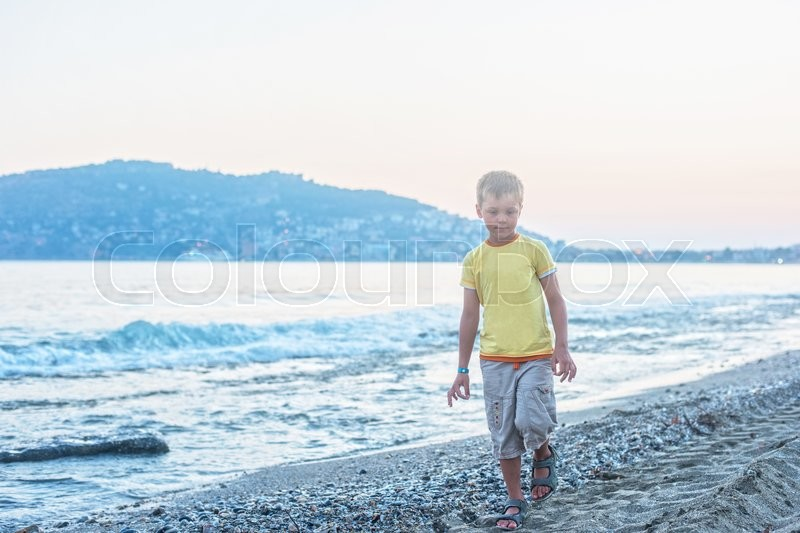 Stock image of 'Kid boy walking at Alania beach, Turkey'