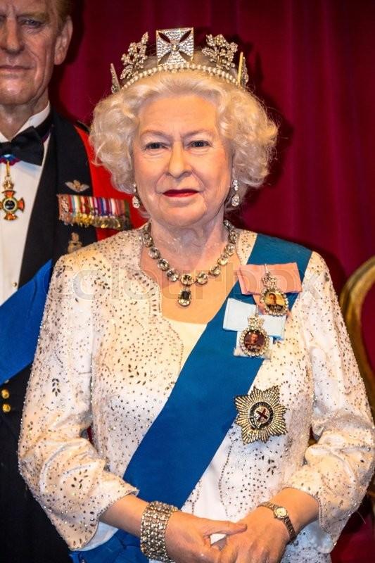 Célèbre LONDON, UK- JUNE 07, 2015: Queen Elizabeth II Figurine At Madame  NI74
