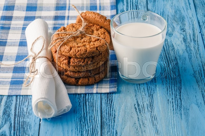 Stock image of 'Minimal healthy breakfast with oat and milk glass'