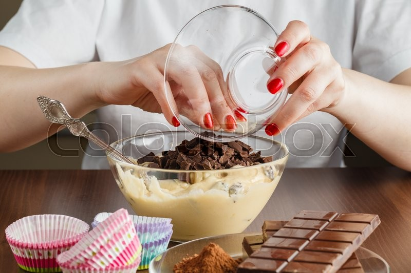 Stock image of 'Woman made chocolade muffin on kitchen.'
