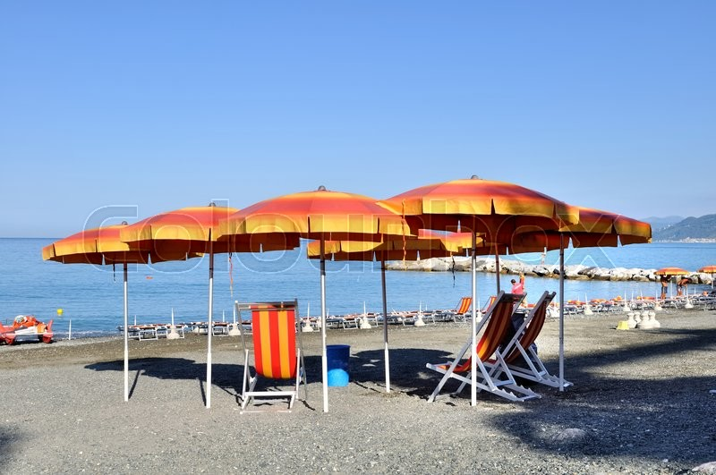 Stock image of ' chairs and umbrellas on italian beach'