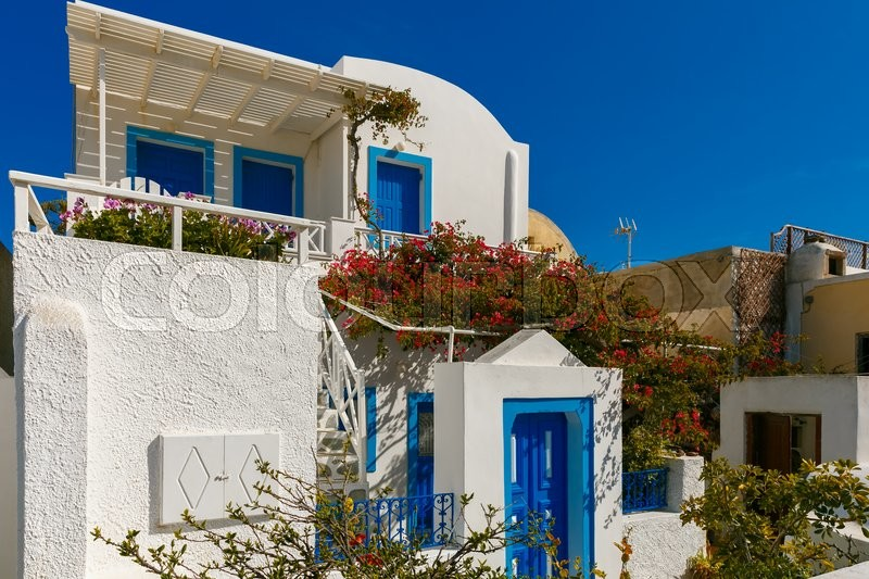 Stock image of 'Picturesque view of white and blue houses and windmill in Oia or Ia, island Santorini, Greece'