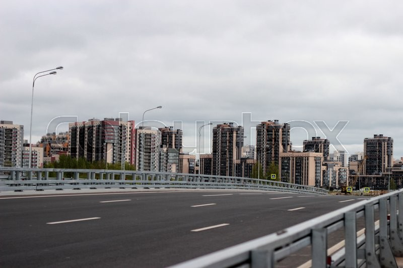 Stock image of 'the road to the new young city with beautiful tall buildings'