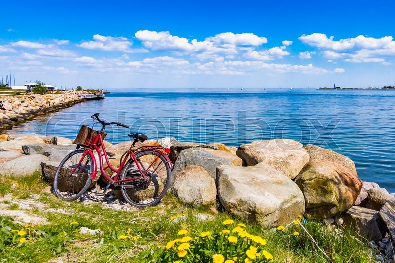Stock foto af 'A bicycle at the sea'