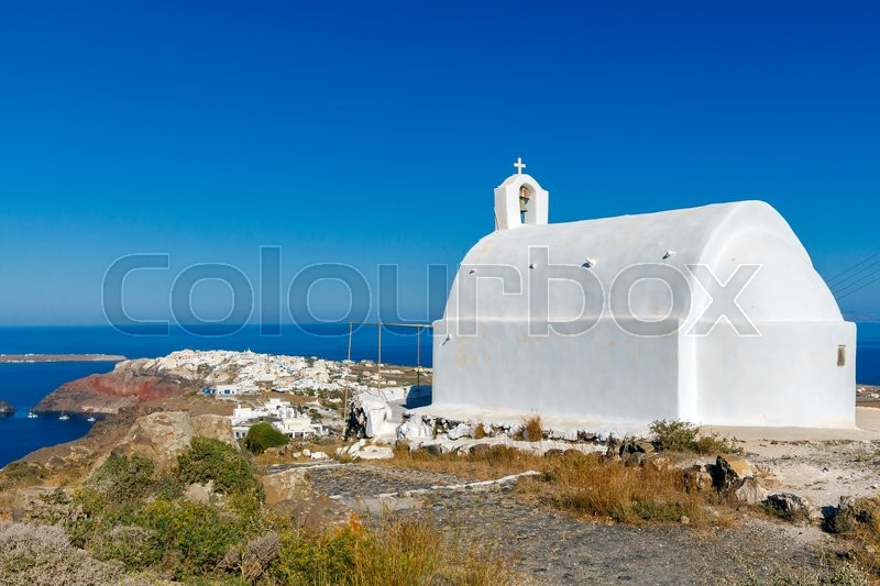 Stock image of 'Traditional small white church in Oia on Santorini. Greece.'