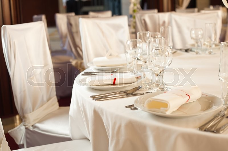 Stock image of 'White beautiful table set for a wedding dinner'