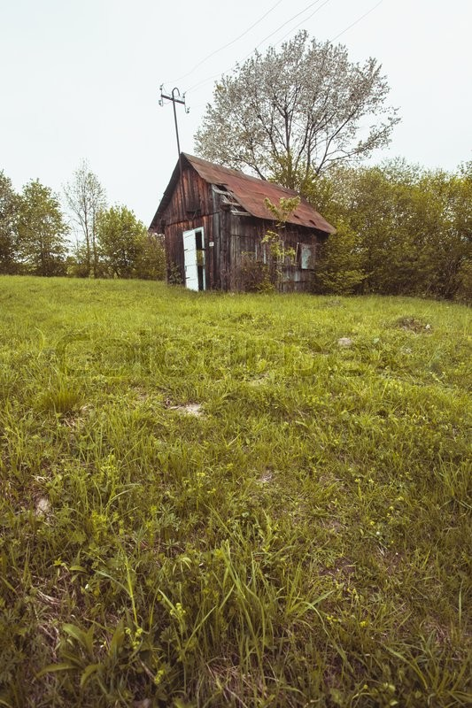 Stock image of 'Old abandones lonely house near the forest'