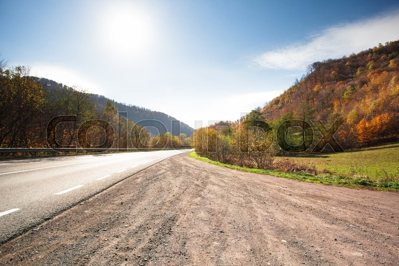 Stock image of 'Fall road between the mountains in Carpathians'