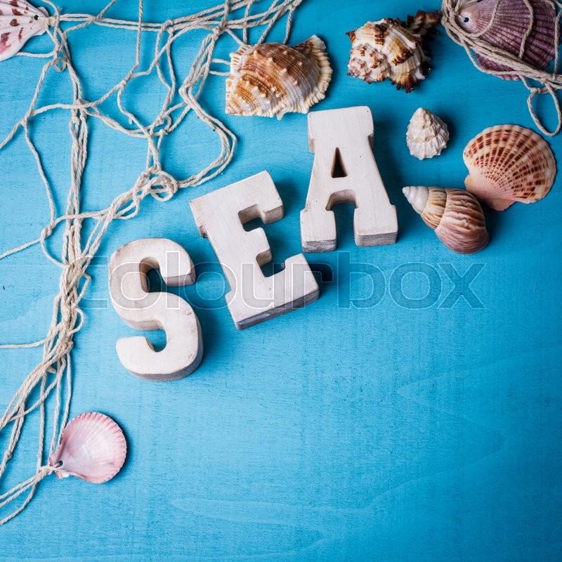 Stock image of 'Beautiful sea composition wooden letters and fishing net on blue background'