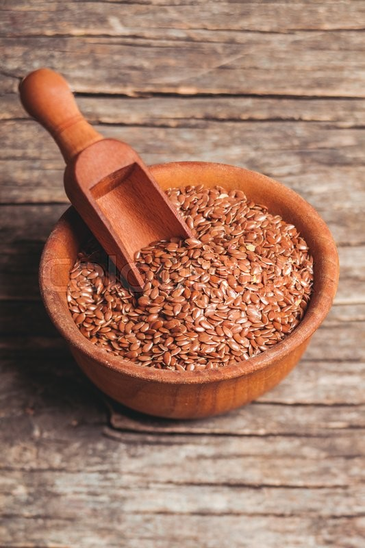 Stock image of 'The flax seeds in a wooden bowl close up'