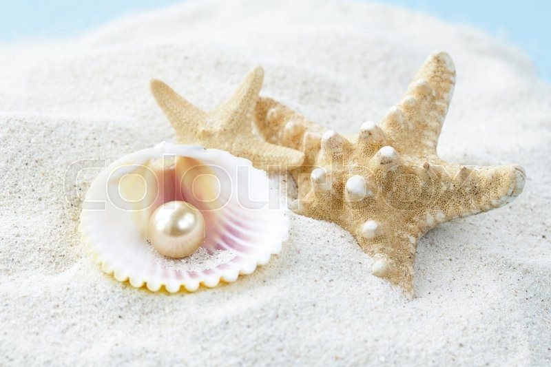 Stock image of 'Starfish and shells with pearls on the white sand'