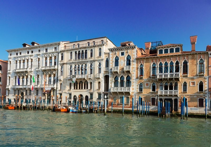 Stock image of ' traitional Venice houses over water of Grand canal, Italy'