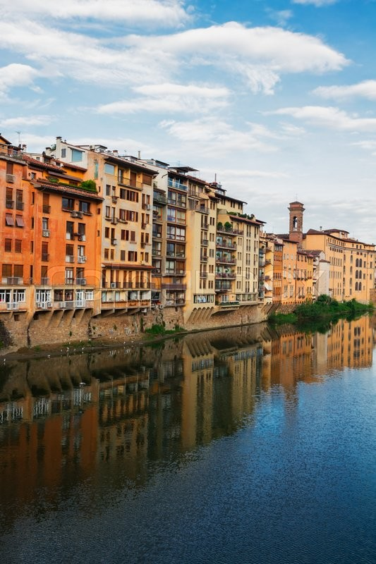 Stock image of 'colorful old town houses reflecting in river Arno waters at summer day, Florence, Italy'
