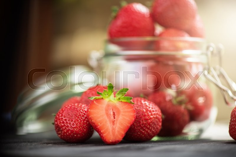 Stock image of 'Fresh ripe strawberry in a glass'