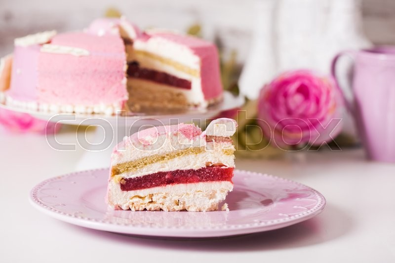 Stock image of 'French vanilla cake wtih srawberry compote, pistachio mousse and crunchy layer'