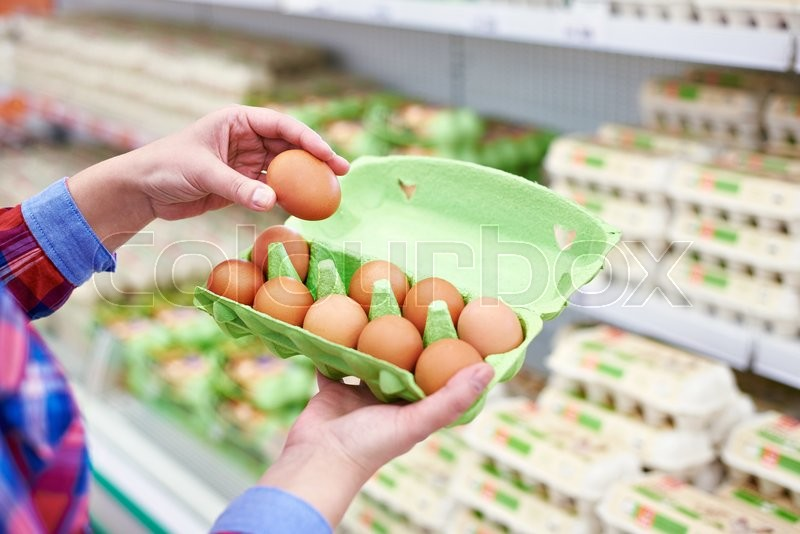 Stock image of 'In the hands of a woman packing eggs in the supermarket'