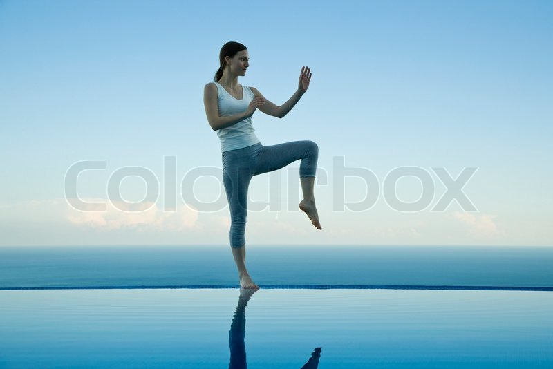 Sigrid Olsson/AltoPress/Maxppp ; Woman practicing Tai Chi Chuan on ...