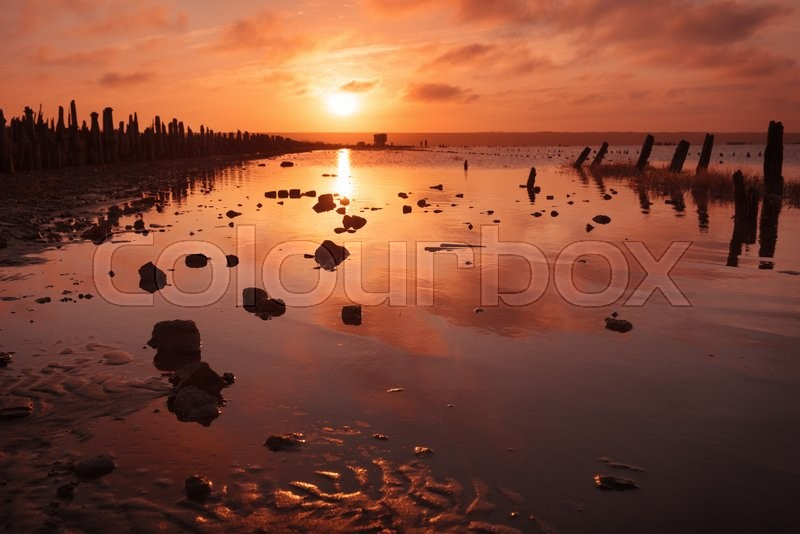 Stock Bild von 'golden, rot, reflektion'