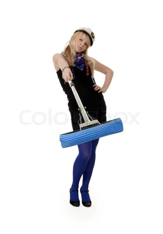 m dchen in blauen strumpfhosen mit einem mopp auf einem. Black Bedroom Furniture Sets. Home Design Ideas