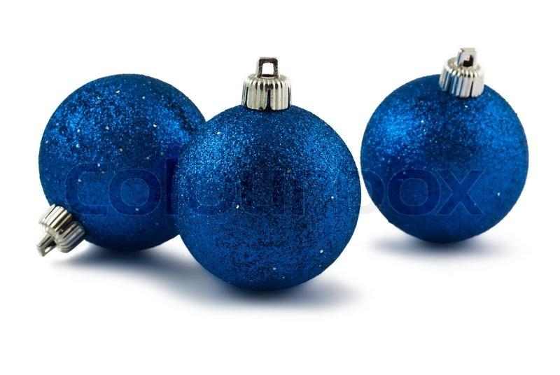 Drei blaue christbaumkugeln isoliert auf wei em hintergrund stockfoto colourbox - Blaue christbaumkugeln ...