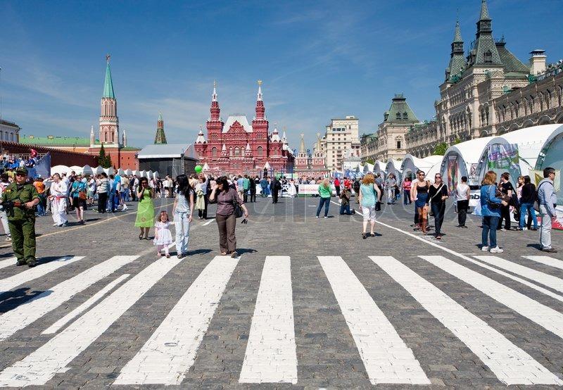 Буквально накануне, 4 ноября в день народного единства в россии прошел русский марш - шествие