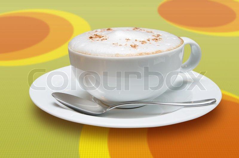tasse cappuccino mit l ffel auf farbigem hintergrund stockfoto colourbox. Black Bedroom Furniture Sets. Home Design Ideas