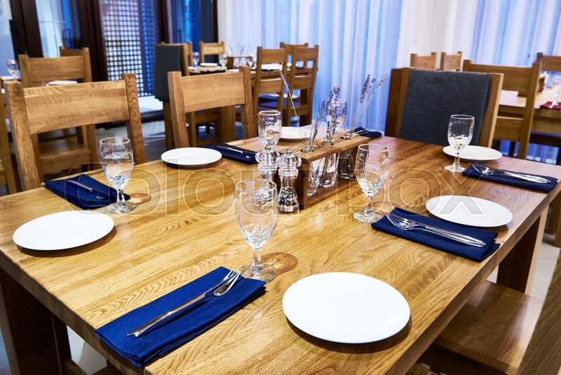 Stock image of 'Serving dinner table in a restaurant'