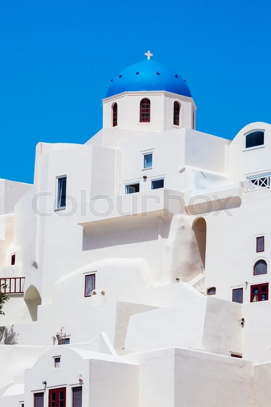 Stock image of 'Oia town on Santorini island, Greece. Traditional and famous houses and churches with blue domes over the Caldera, Aegean sea'