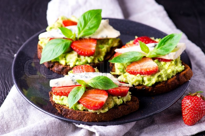 Stock image of 'Fresh toast with strawberry on black plate'