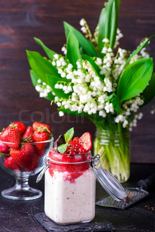 Stock image of 'Healthy overnight oats with strawberry in glass canning jars'