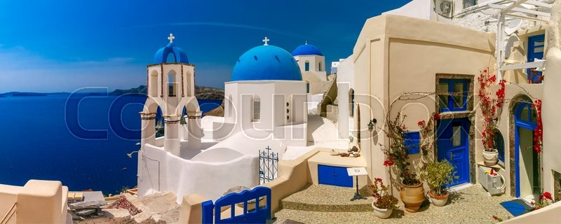 Stock image of 'Picturesque view of white houses and church with blue domes in Oia or Ia, island Santorini, Greece'