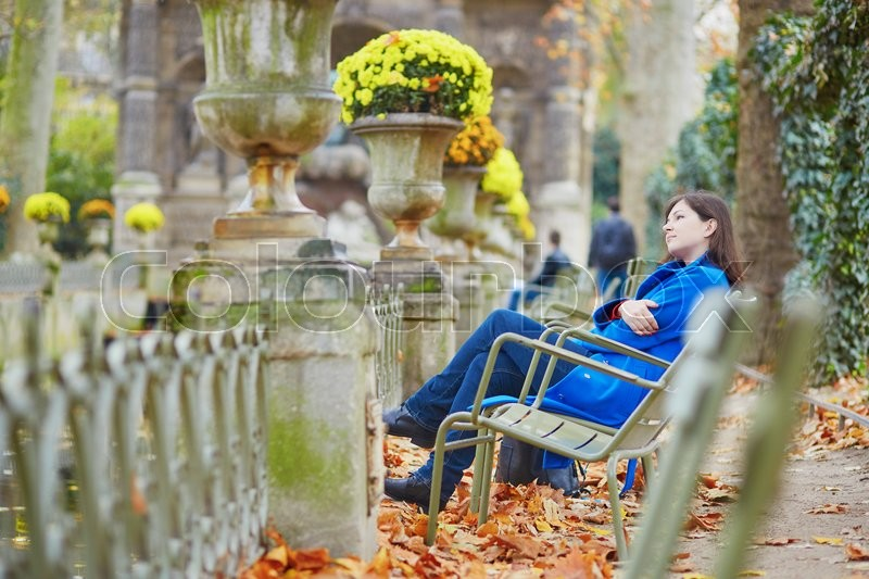 Stock image of 'Beautiful young girl in the Luxembourg garden of Paris on a fall day'