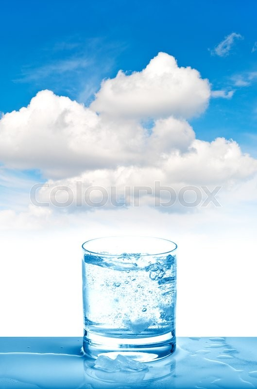 Stock image of 'Sparkling water in glass on blue sky background. Fresh cold drink '