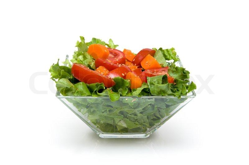 k rbis salat mit kopfsalat tomaten sesam im glas sch ssel isoliert auf wei em hintergrund. Black Bedroom Furniture Sets. Home Design Ideas