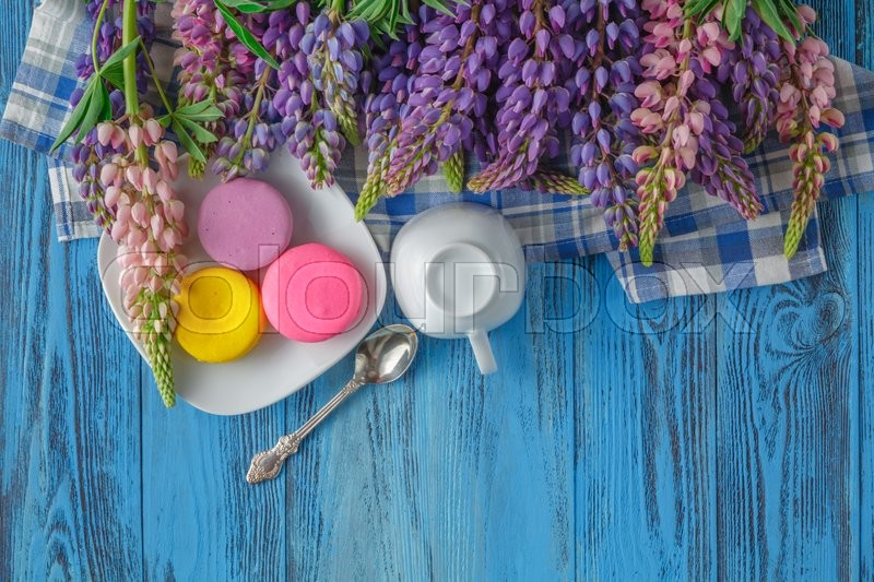 Stock image of 'Composition with cup and bouquet of beautiful spring flowers on wooden table'