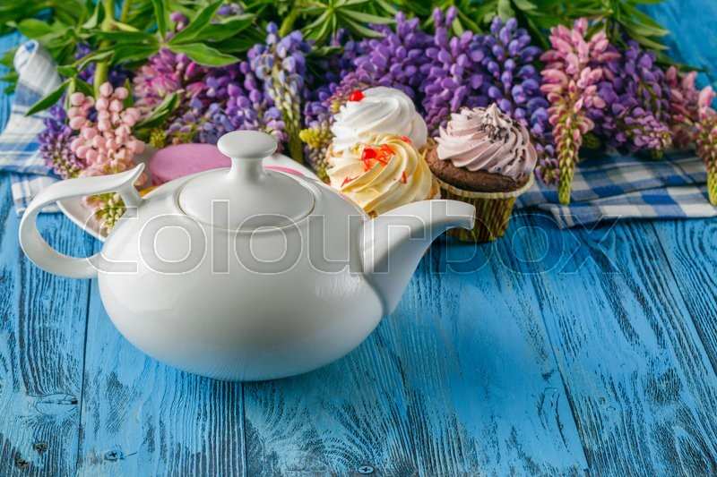 Stock image of 'Summer breakfast with flowers and macaroons on blue table'