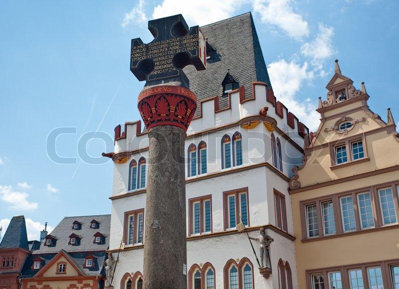 mittelalterlichen markt kreuz mittelalterlichen erlaubnis f r die stadt zu einem markt in trier. Black Bedroom Furniture Sets. Home Design Ideas