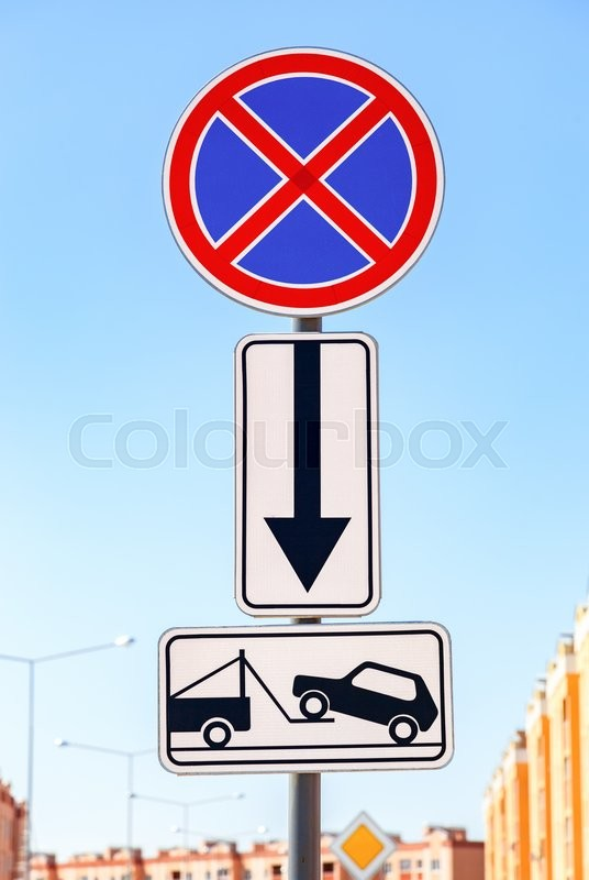 Stock image of 'Traffic sign prohibiting parking. Evacuation on tow truck'