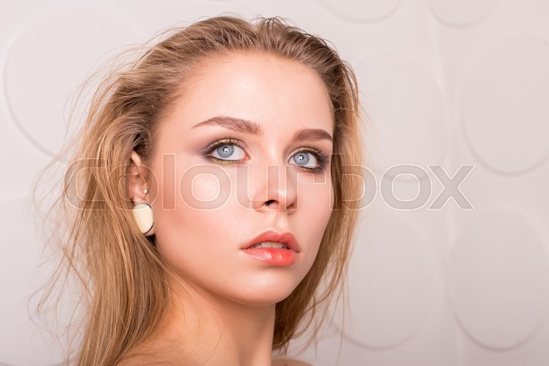 Stock image of 'Caucasian young woman model with nude makeup with perfect clean skin'